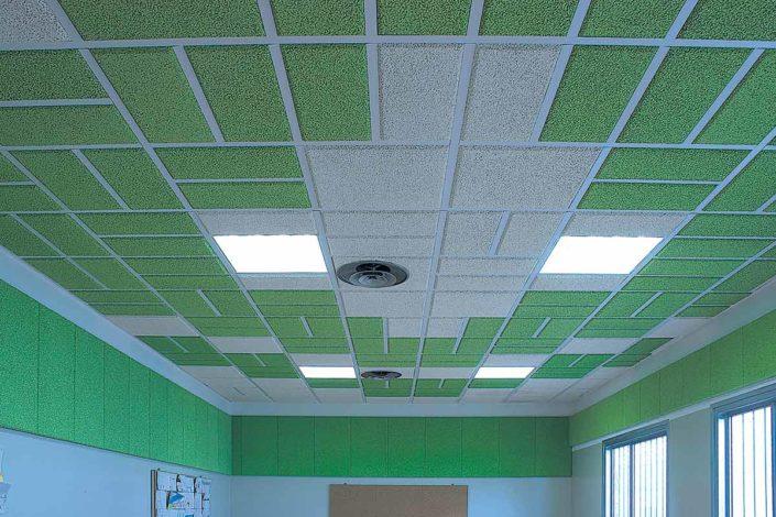 """Mensa: il controsoffitto in sughero Kontro ed il rivestimento delle pareti in sughero SoKoVerd C1 hanno eliminato il """"rimbombo"""" che causava stress hai bambini e insegnanti"""
